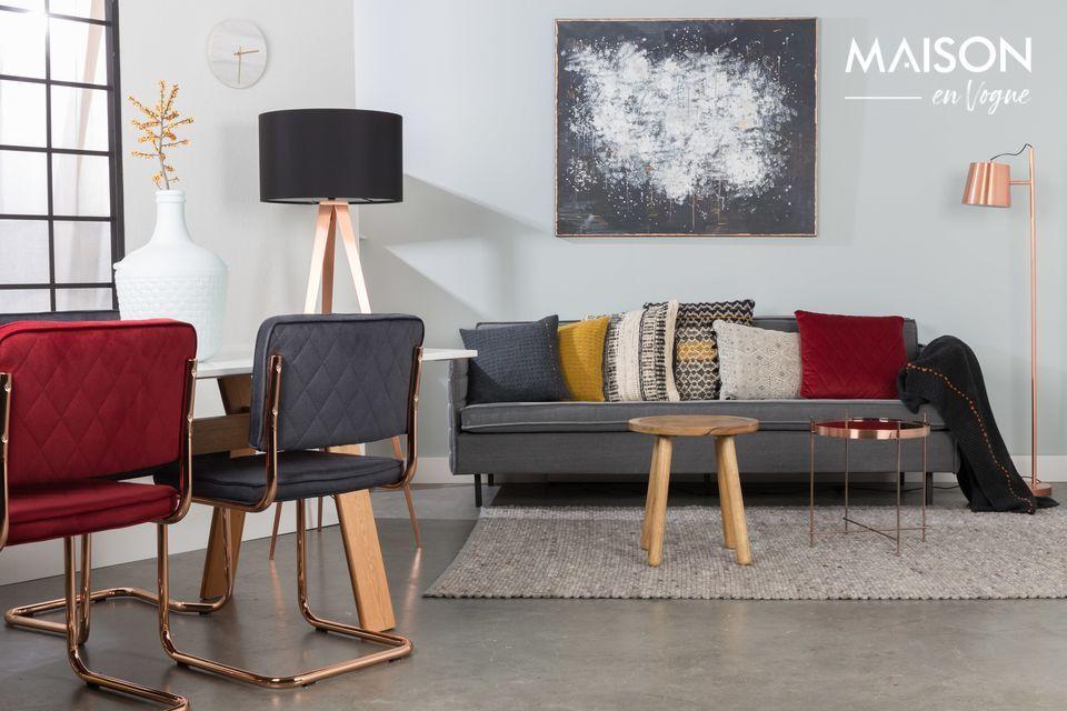 Une élégante table d'appoint de style industriel