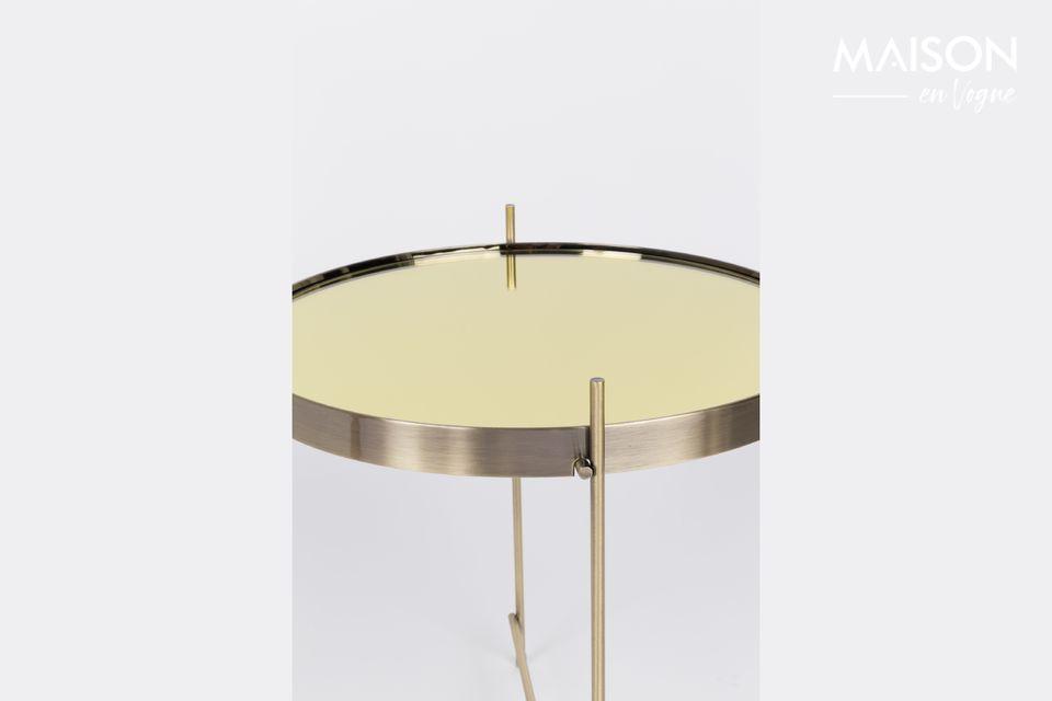 C\'est une apparence noble et originale que propose cette petite table d\'appoint Cupid Or