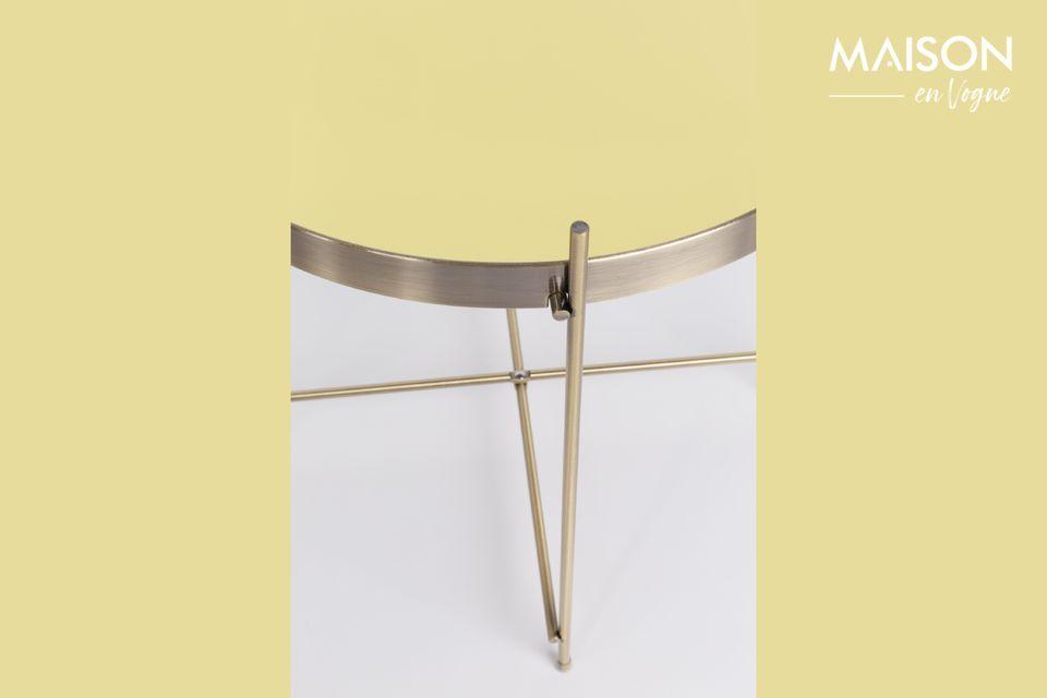 Son plateau amovible en verre miroir et sa structure métallique sont intégralement recouverts