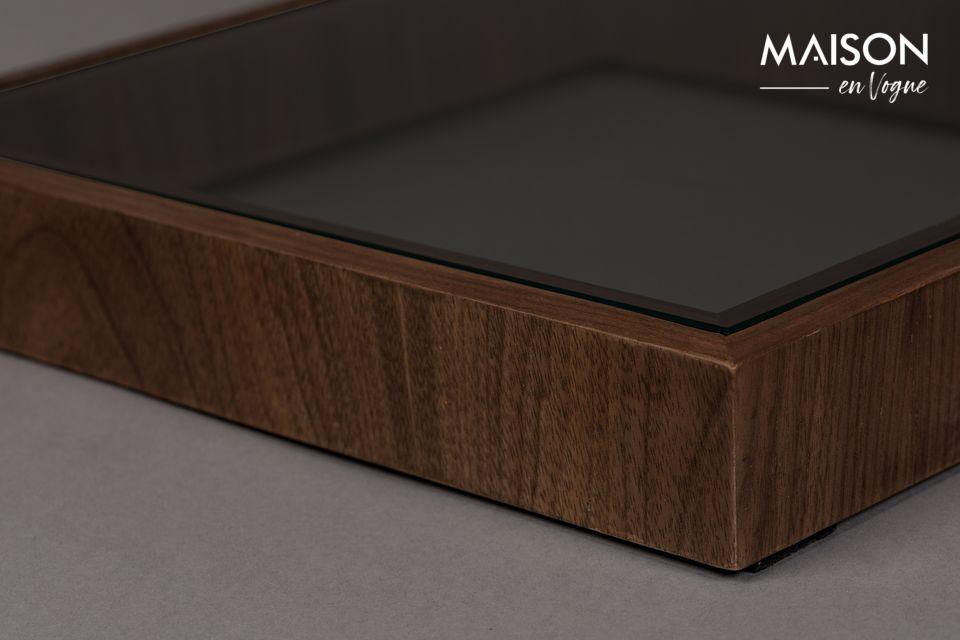 La table d\'appoint Glavo ne passe jamais inaperçue, avec son design en « S »