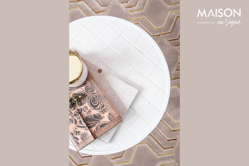 Pour sa table d\'appoint Glazed blanche, la marque Zuiver a opté pour un design arrondi