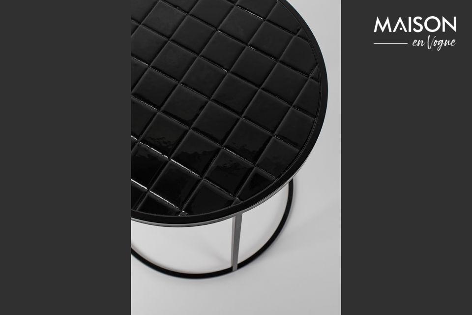 Sa base arrondie accentue son look fantaisiste, disponible en trois couleurs modernes