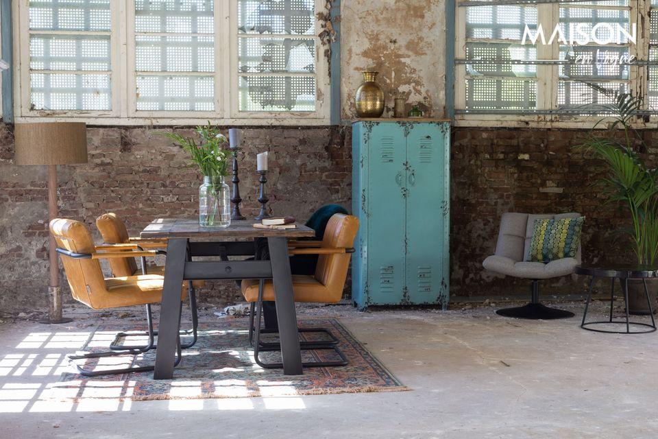 Une table rustique et décorative alliant style moderne et traditionnel