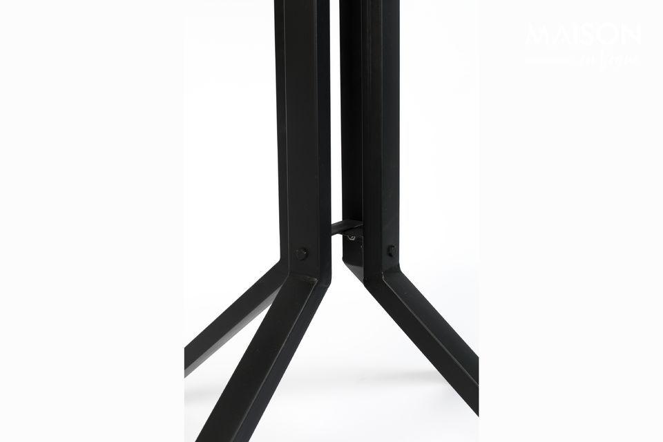 Polyvalente, cette table de bar peut aussi s\'utiliser comme table d\'appoint ou bout de canapé