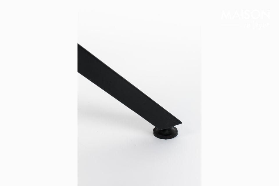 Conçue avec un plateau de table en teck recyclé laqué avec bordure en acier thermolaqué
