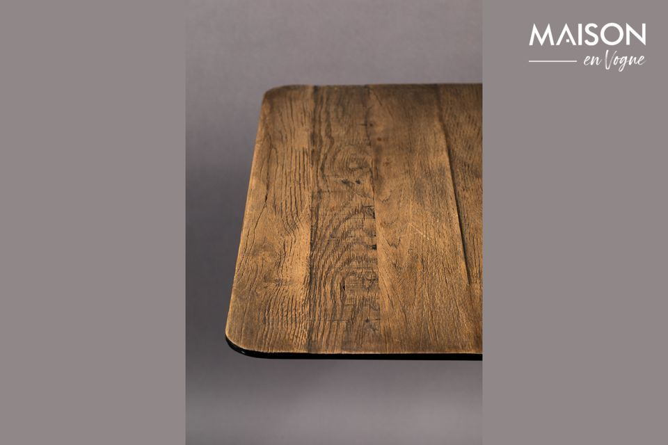 Cette table est également disponible avec un plateau en bois de pin
