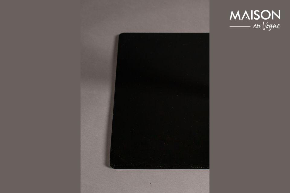 Une table de comptoir carrée noire