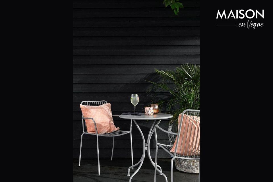 Une table de jardin ronde pour une terrasse élégante