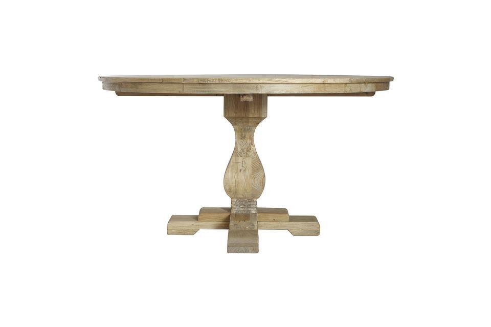 Bloomingville présente ce modèle de table à manger au design naturel et vintage