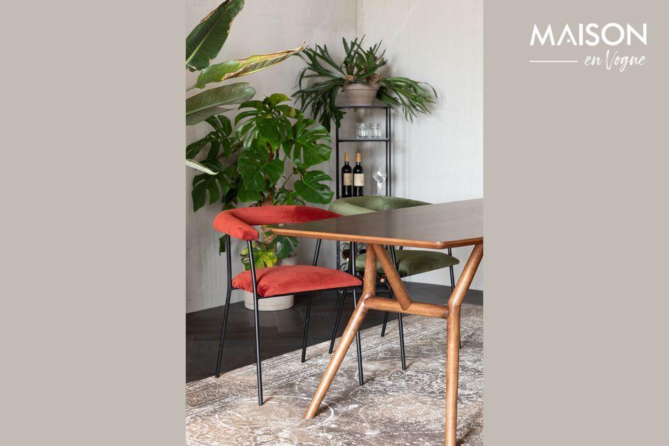 L\'authenticité du bois s\'impose dans cette jolie table