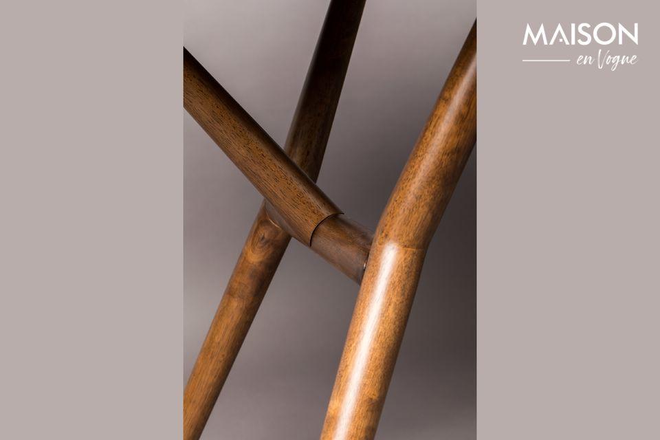 Le plateau, d\'une épaisseur de 2,6 cm, est en MDF avec un plaquage en bois de noyer