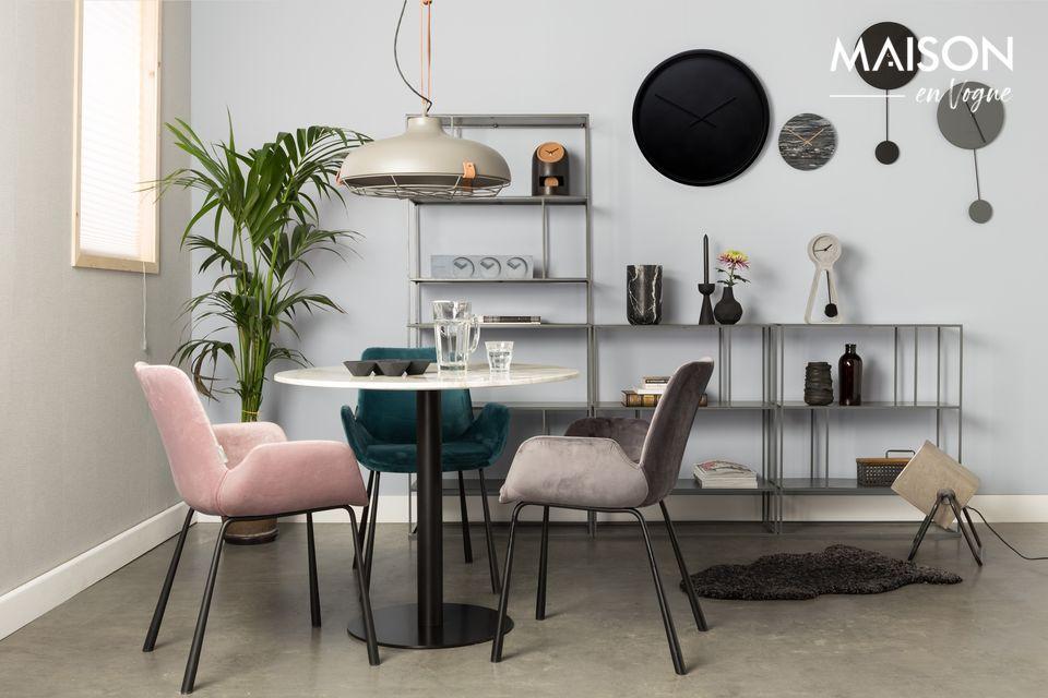La noblesse du marbre sur une table élégante et facile d'entretien