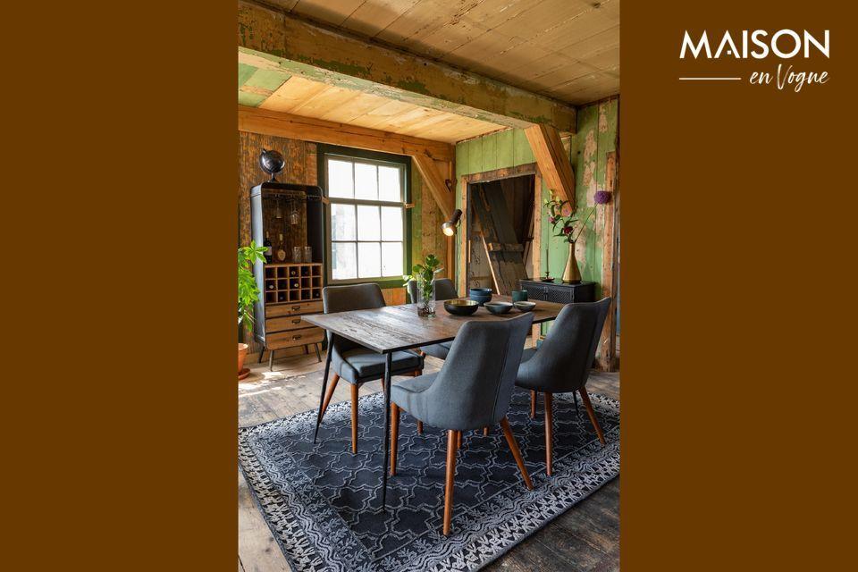 Une table fine dont le design oscille entre authenticité et modernité