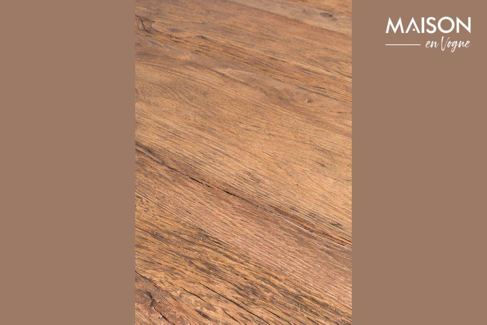 Le look rustique de la table Pepper est modernisé par des lignes fuselées dont la finesse se