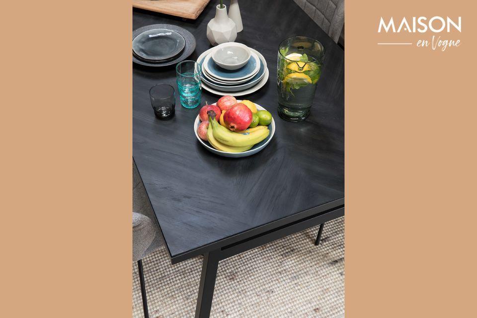 Une table moderne aux lignes épurées