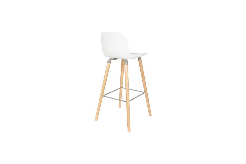 Cette chaise haute peut supporter jusqu\'à 140 kgs