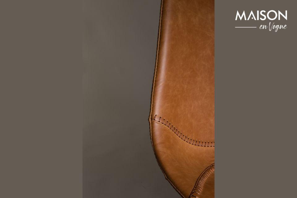 Dutchbone présente un modèle de tabouret de bar en cuir aux lignes épurées et vintage