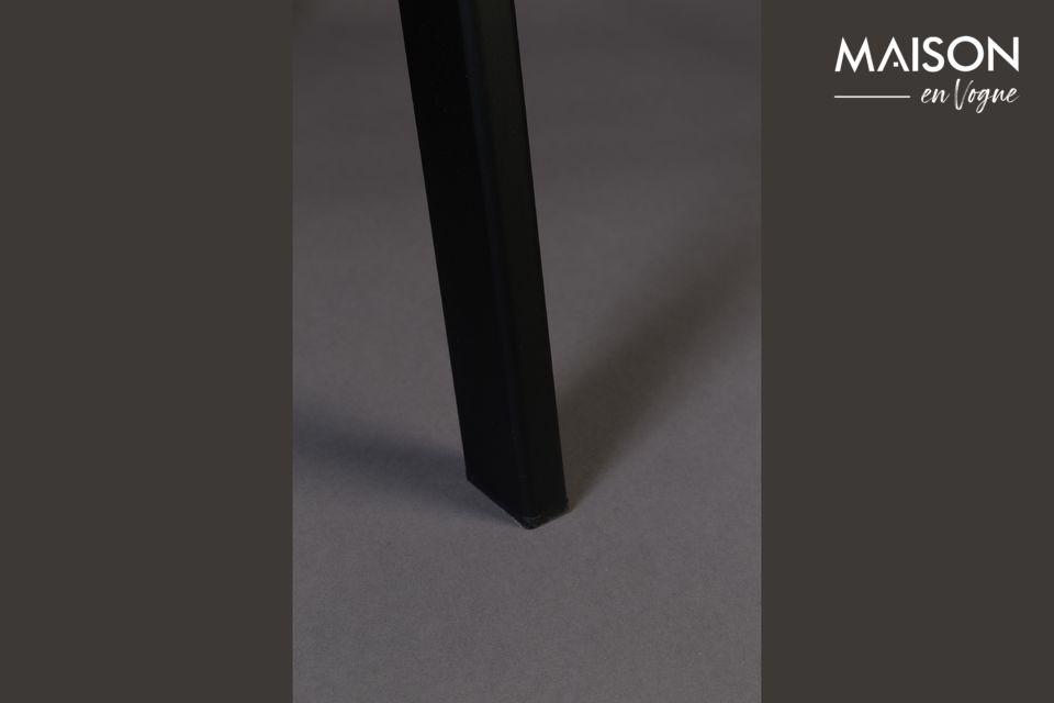 Les pieds sont en acier laqué noir reliés sur 3 côtés