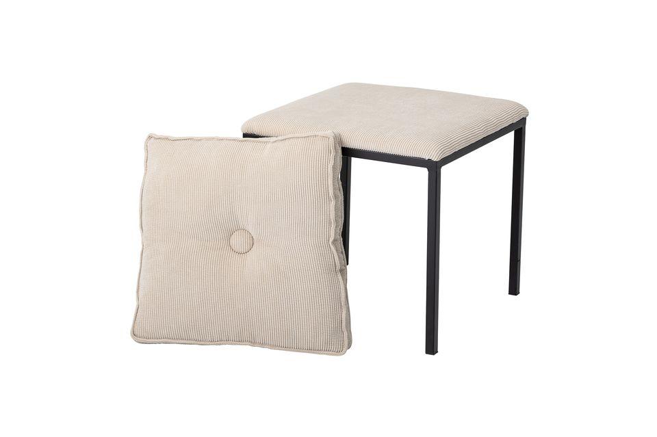 Confortable avec son coussin carré amovible en polyester à poser sur le dessus de la même