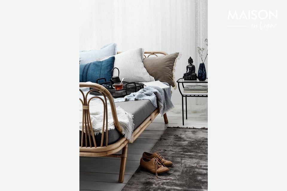 Ce tapis en belle viscose tufté est si doux et soyeux que vos pieds vont l\'adorer ! Son beau gris