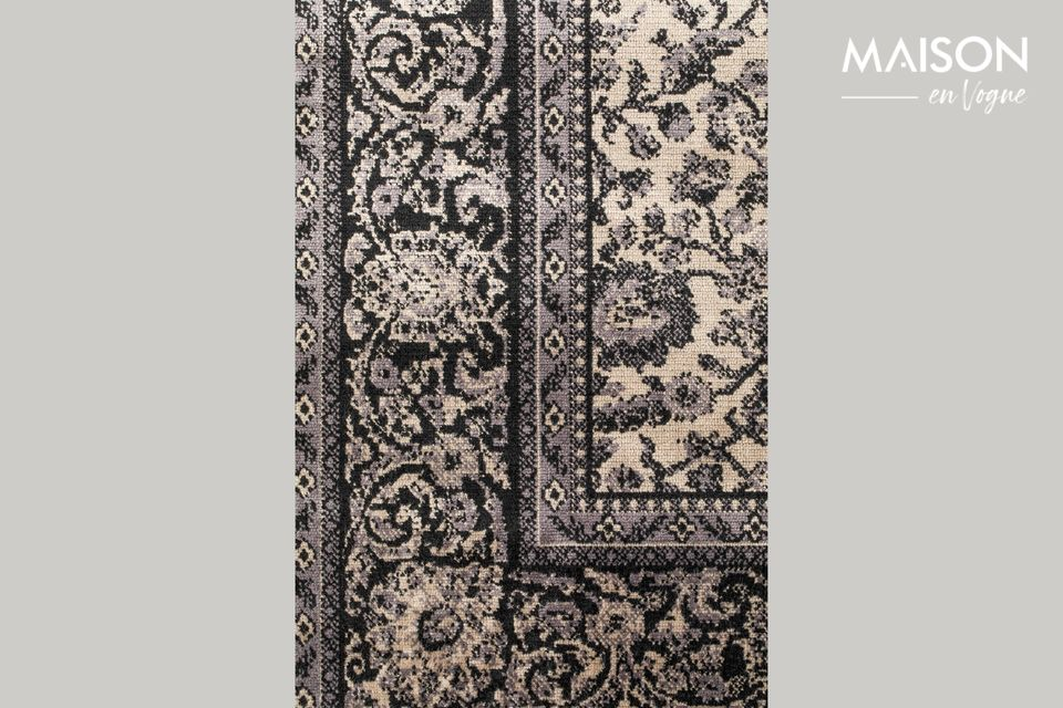 Son design à l\'esprit floral entouré d\'un motif formant un cadre et les fines franges noires que