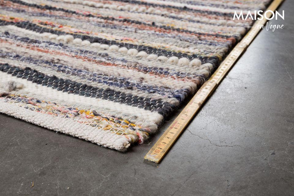 Mais le secret du tapis Carve réside dans ses nuances de couleurs contrastants entre les tons