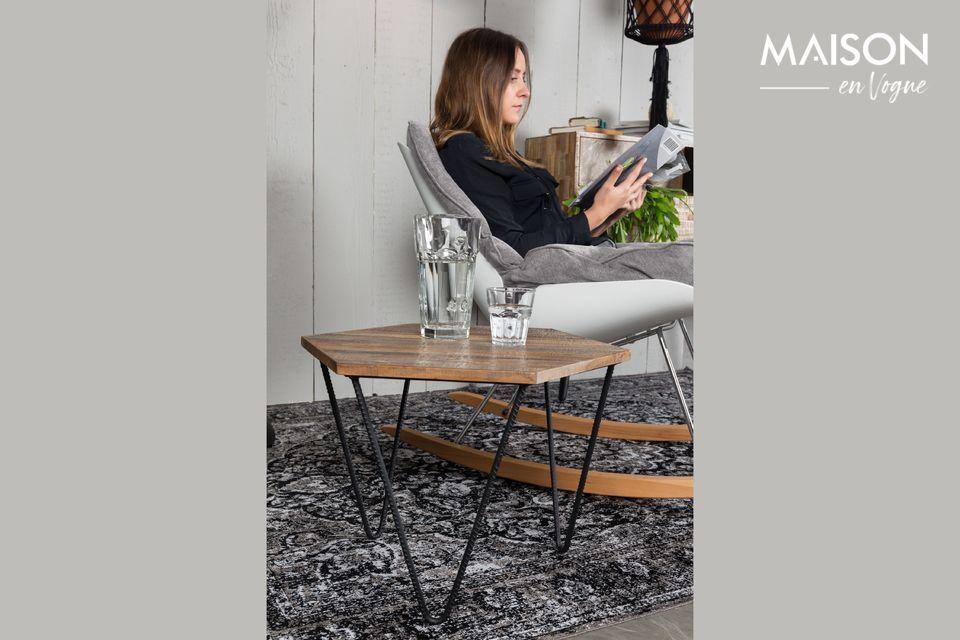Ce modèle de tapis Chi noir dévoile des motifs tissés sophistiqués avec des détails