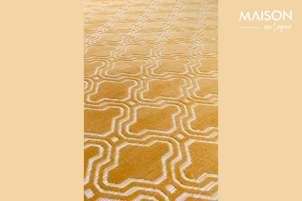 Ce tapis teinté ocre est parfait pour une touche de couleur et de gaieté dans votre appartement