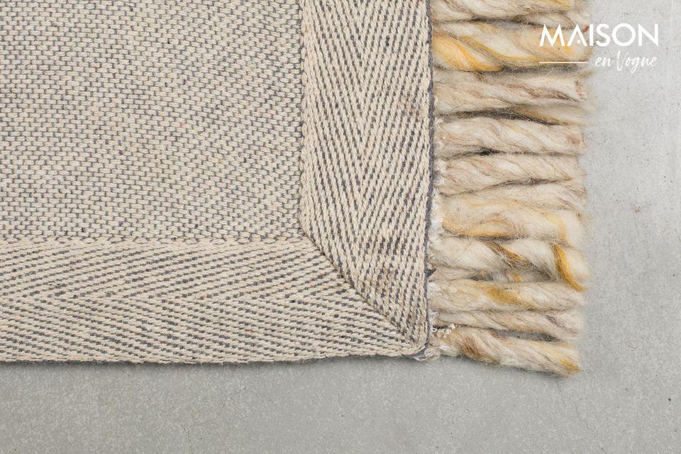 Le tapis à franges Frills de Zuiver est idéal pour habiller le sol de votre salon