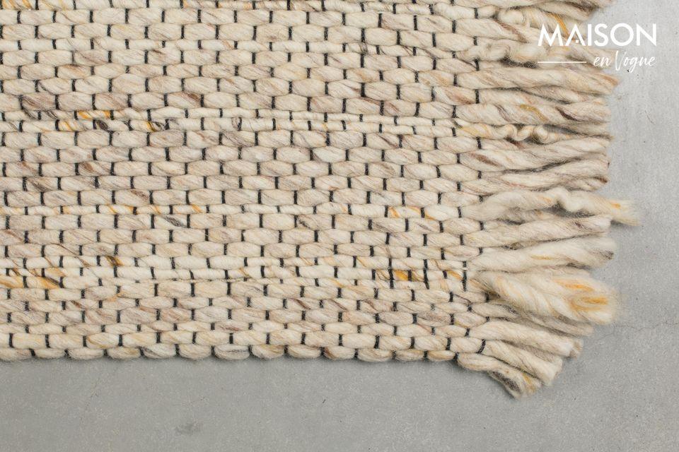 Le dos du tapis est en coton avec une finition en latex pour éviter les dérapages
