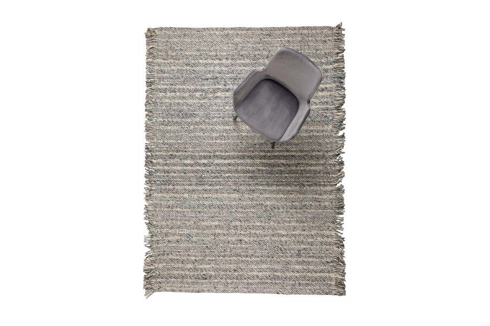 Tissé à la main, ce tapis fera tout de suite son effet dans n\'importe quelle pièce