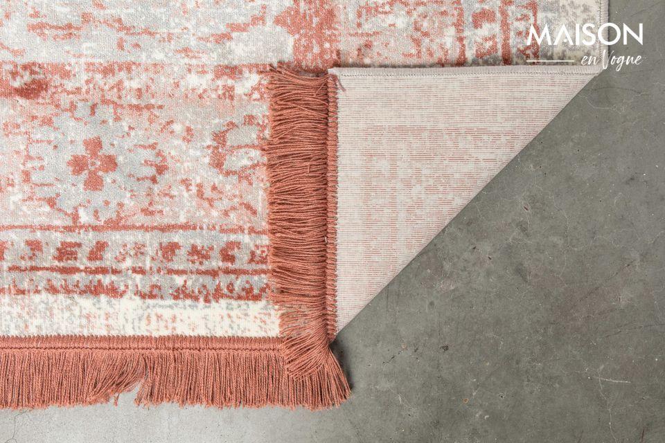 C\'est un tapis à l\'esthétique classique, mais de fabrication moderne