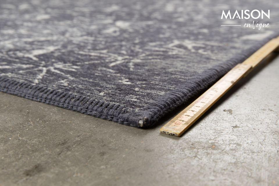 Son tissage très doux est composé à 80 % de coton et à 20 % de laine