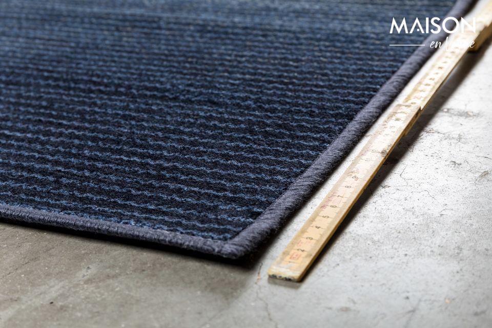 Le tapis Obi bleu meuble les intérieurs cosys et contemporains