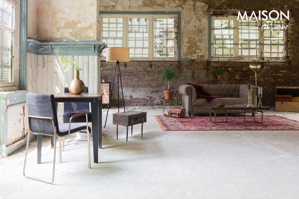 Ce beau tapis rectangulaire mesure 170 cm sur 240 cm