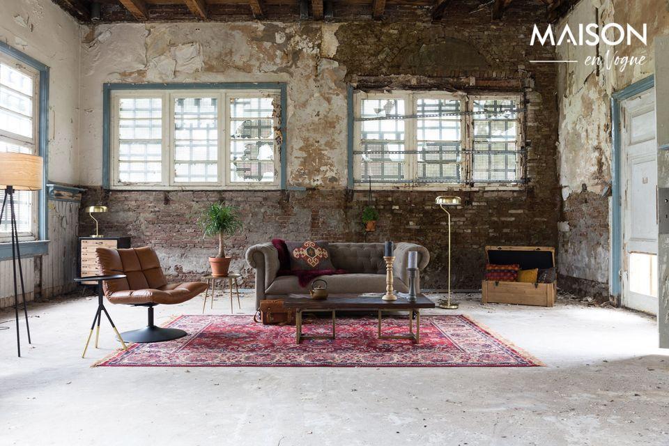Le tapis est fait en rayonne 38%, en coton 26%, en acrylique 26 % et en polyester 10%