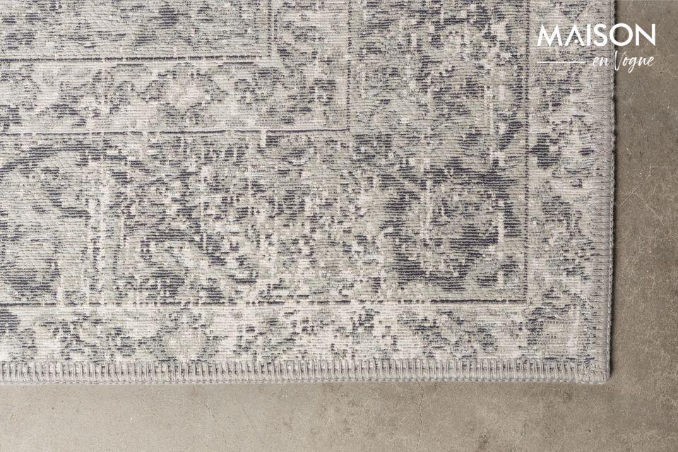 Ses motifs persans antiques associés à ses tons de gris reposants en font un tapis d\'exception
