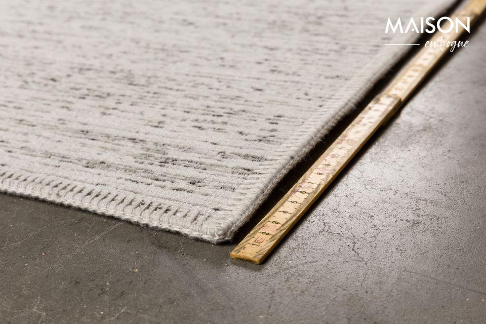 Tissé à la machine et affichant des dimensions de 200x300 cm pour une hauteur de 3 mm