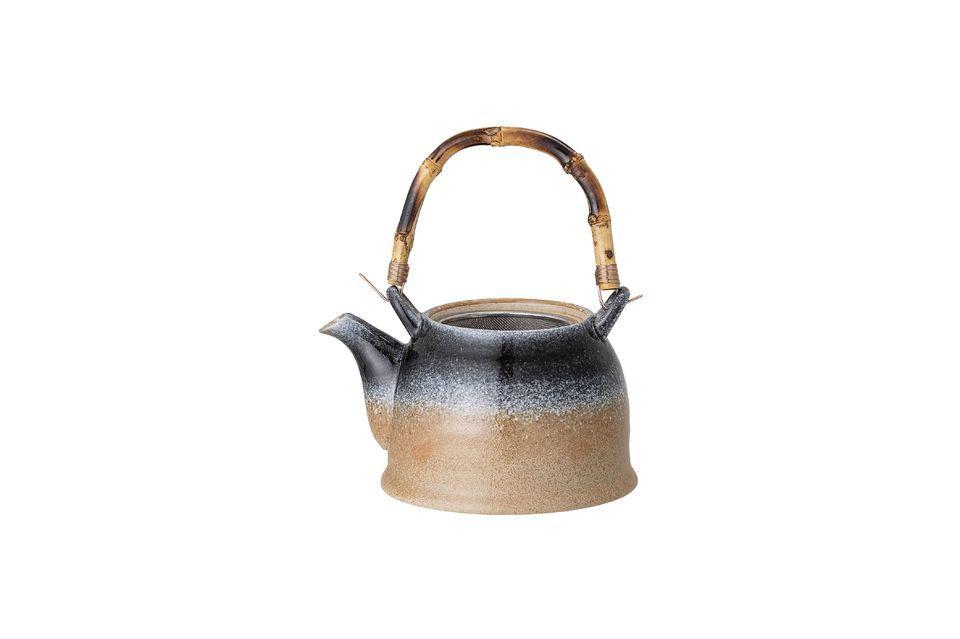 Le bec verseur possède un tamis idéal pour le thé en vrac