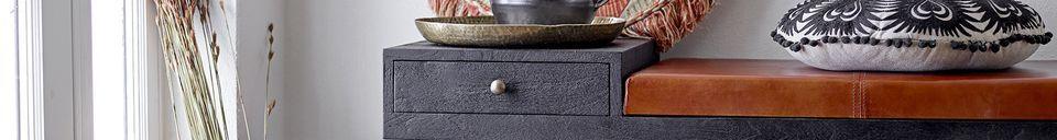 Mise en avant matière Vase Calzan en terre cuite noire