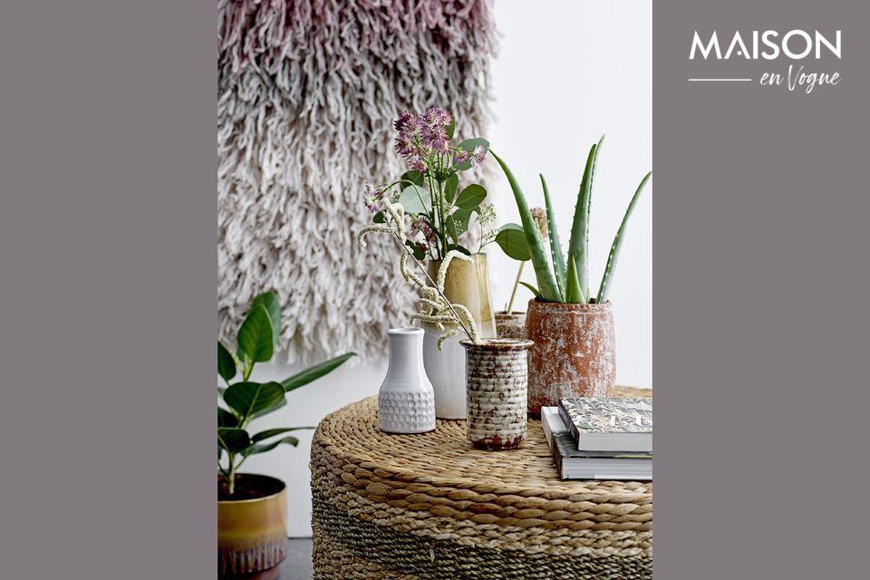 Ce vase a une hauteur de 24cm