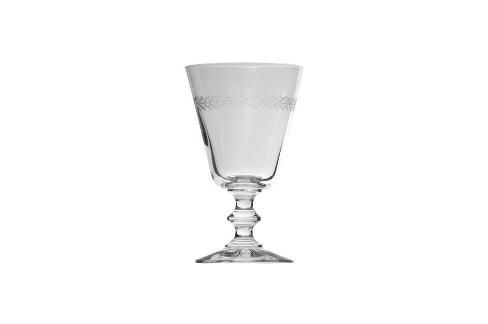 Délicat et raffiné, ce verre à eau est décoré de feuilles de laurier gravées