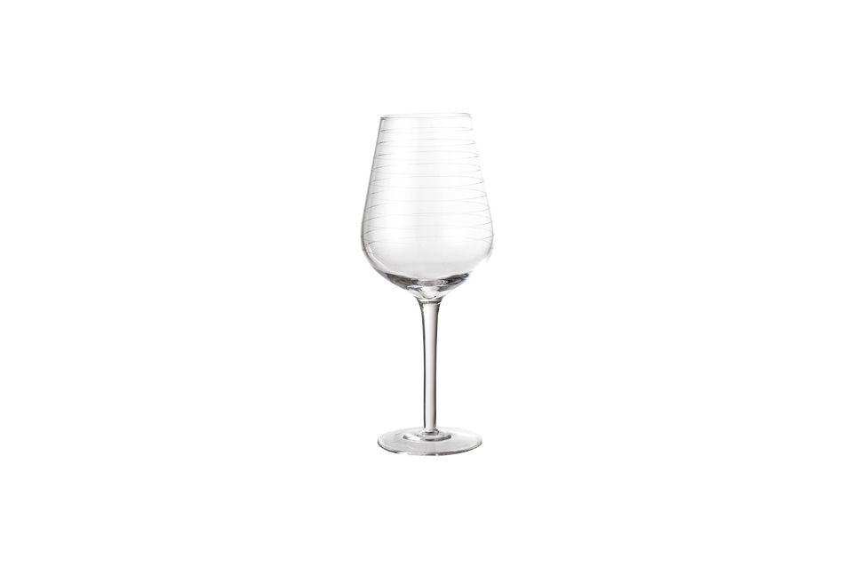 Un verre à vin tout en symétrie