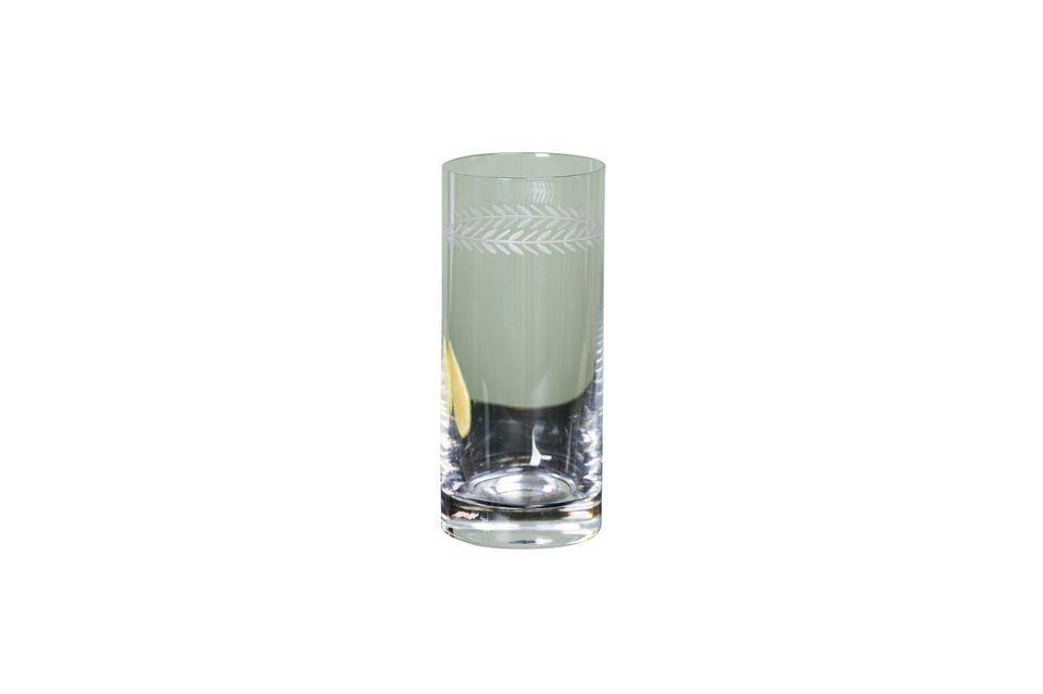 Un verre à long drink au design raffiné