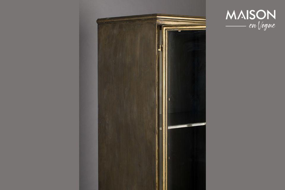 Le cadre est en métal laqué doré pour apporter une jolie touche ancienne et élégante